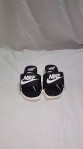 Used Nike Slipper for kids size 33 new in Dubai, UAE